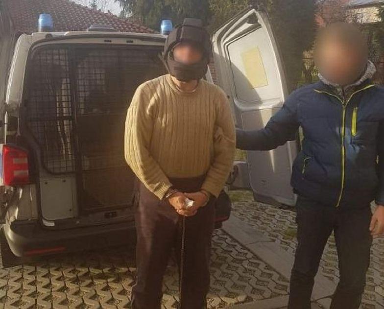 Wieliczka. 62-latek łomem zaatakował policjantów
