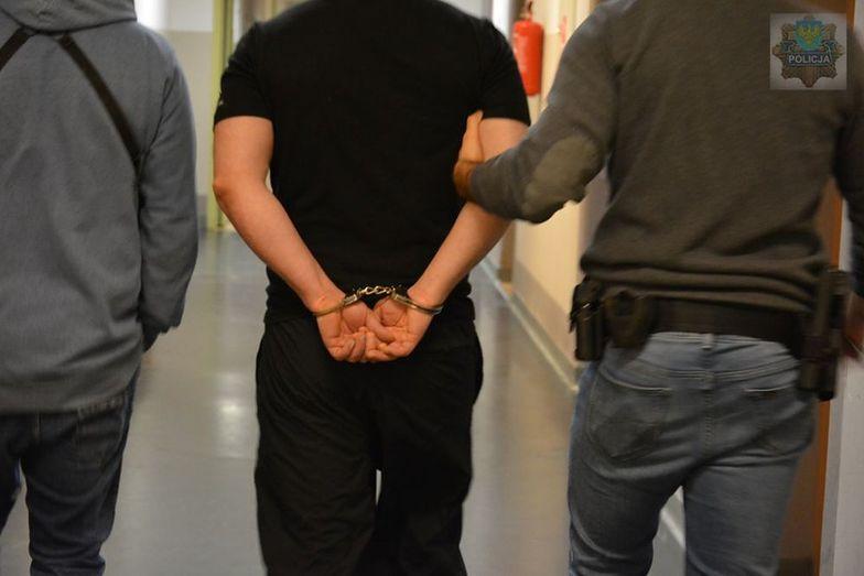 Wycelował w policjantów i nacisnął spust. Nic im się nie stało