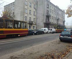 Karambol w Łodzi. Zderzyły się cztery auta i dwa tramwaje