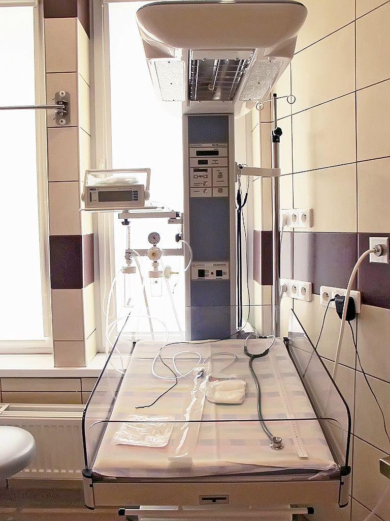 Łóżko do badań noworodków