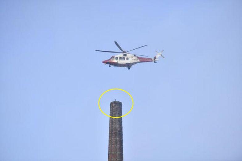 Mężczyzna zawisł na 80-metrowym kominie