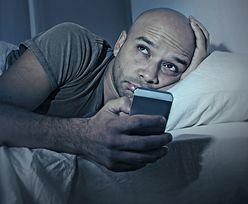 Śpisz z telefonem pod poduszką? Zobacz, co ci grozi