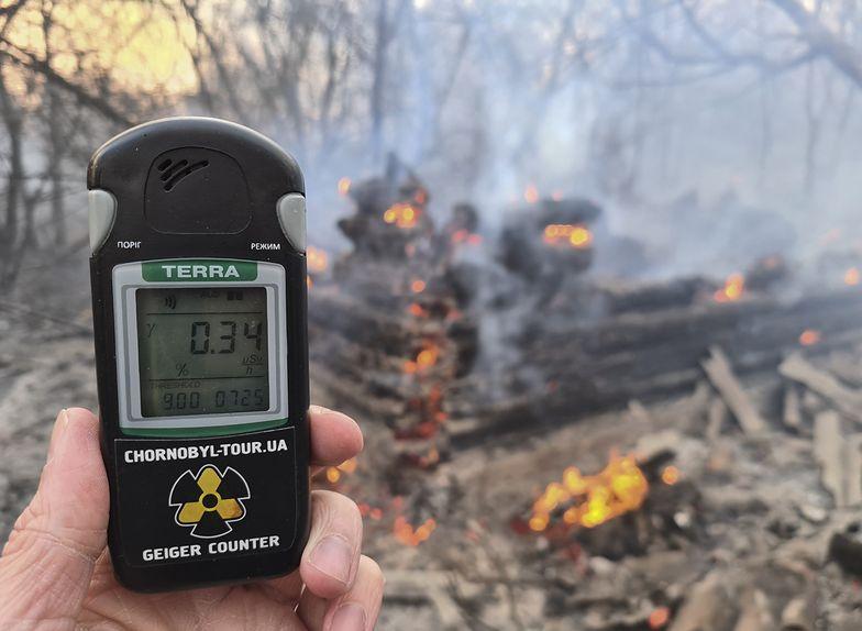 W centrum pożaru odnotowano znaczny wzrost poziomu promieniowania.