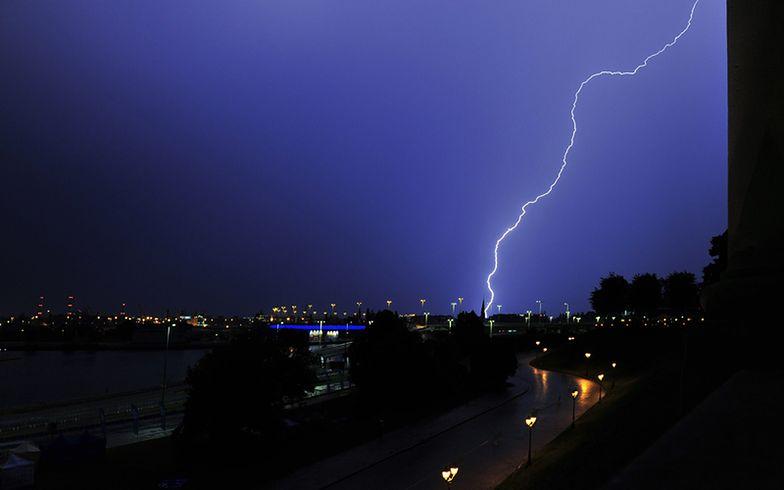 IMGW ostrzega przed bardzo gwałtownymi burzami