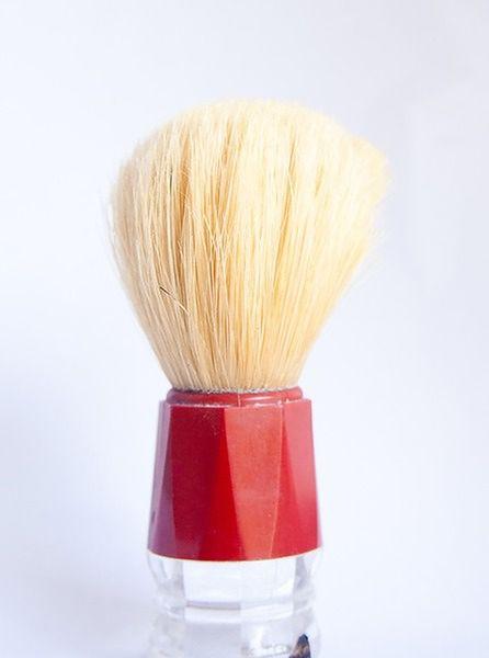 Używaj pędzla do golenia