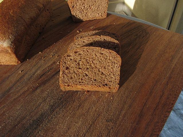 Chleb razowy i fasola