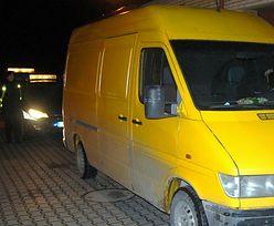 Nielegalni imigranci próbowali dostać się do Polski. Ukryli się w dostawczym busie