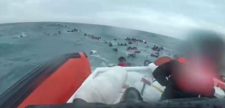 Łódź wywróciła się na Morzu Śródziemnym. Tonęły dzieci, 20 osób nie przeżyło