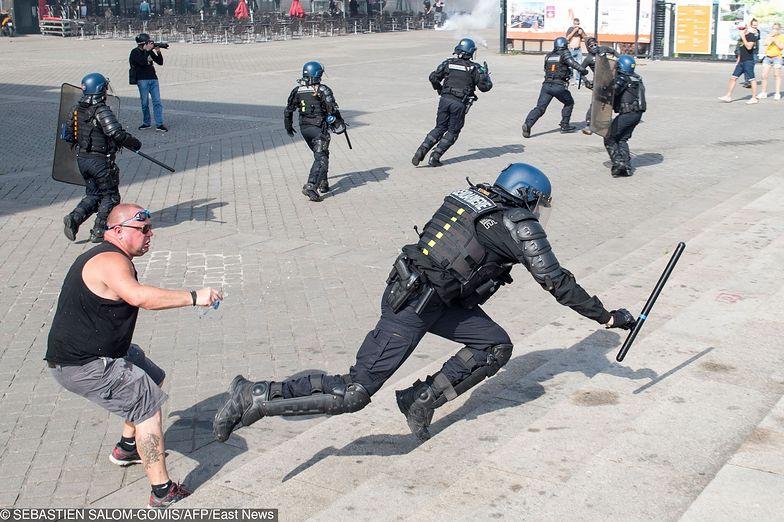 """Francja. Protest """"żółtych kamizelek"""" w Nantes."""