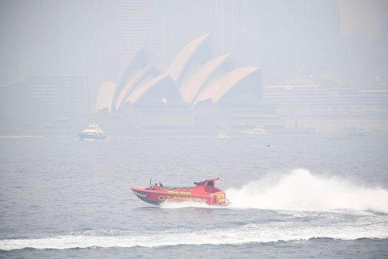 """""""Katastrofalna"""" sytuacja w Australii. Media piszą o pierścieniu ognia wokół Sydney"""