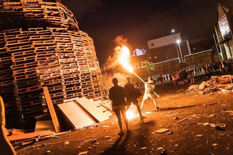Zamieszki w Belfaście. Nastolatkowie użyli żywych tarcz