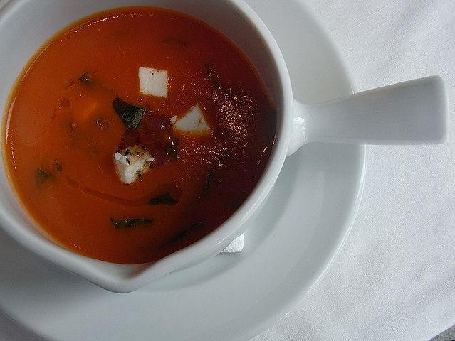 Zupa pomidorowa z puszki i grillowany ser