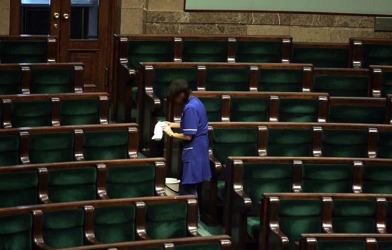 Sejm szuka sprzątaczek. Wymagania większe niż dla... polityków!