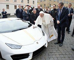 Papież Franciszek znów pozbywa się swojego Lamborghini