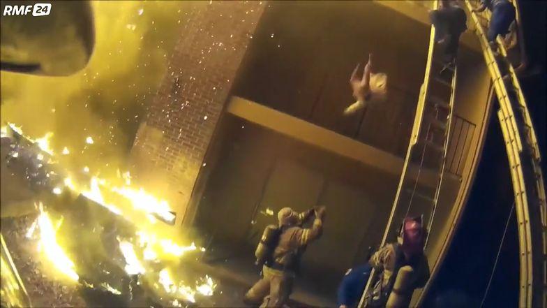 Zrzuciła dziecko z drugiego piętra płonącego budynku