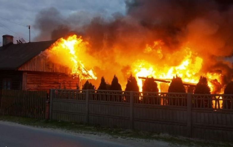 Nie wiedział, że jego dom płonie. W ostatniej chwili uratowano staruszka