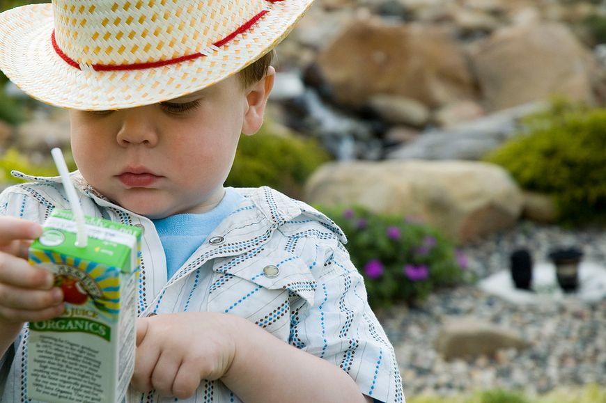 Dzieci uwielbiają soki w kartonikach