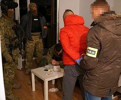 """Policja rozbiła gang """"Snajpera"""". Siedmiu dilerów w areszcie"""