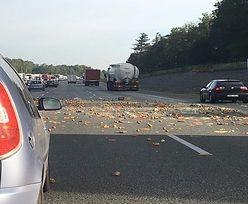 Furgonetka z warzywami przewróciła się na A1. Droga jest zablokowana, są ranni
