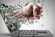 Skoro cyberprzemoc stanowi coraz większy problem, może warto wprowadzić do szkół netykietę?