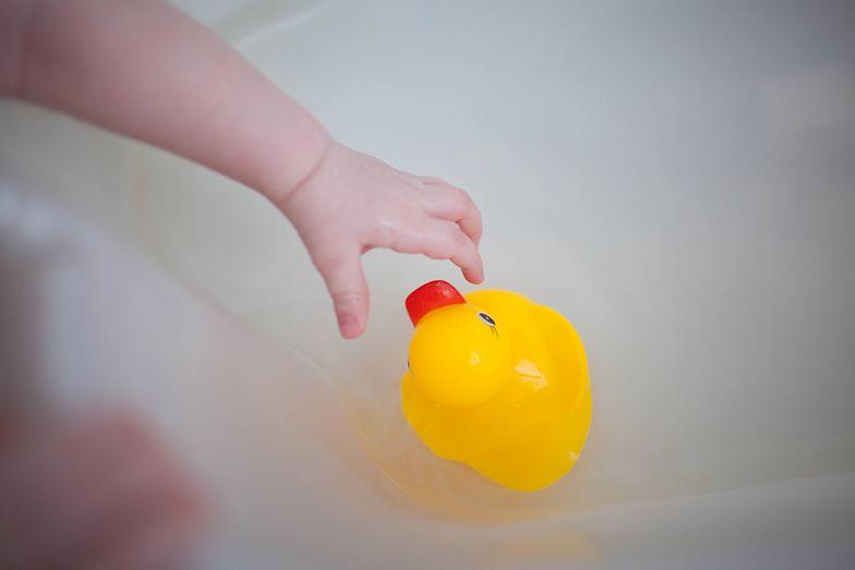 Dziecko utopiło się podczas kąpieli. Matka na chwilę spuściła je z oczu