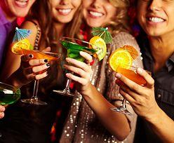 Nie tylko rumieńce. Jak alkohol wpływa na cerę