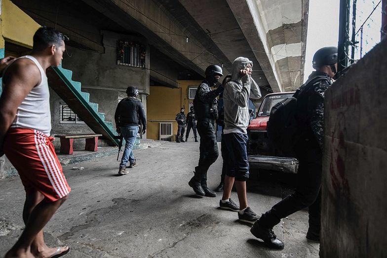 Zaskakujące efekty kryzysu w Wenezueli. Gangsterów nie stać na naboje