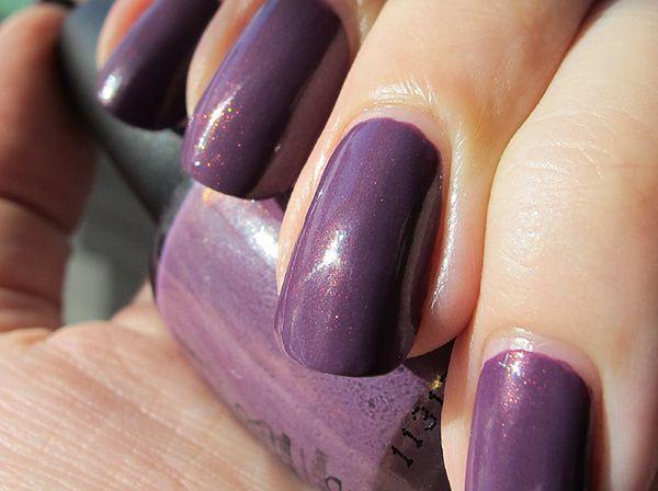 Paznokcie łatwiej maluje się perłowym lakierem