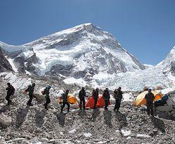 Chcieli wykorzystać dobre warunki. Dwóch alpinistów zginęło w drodze na Mount Everest