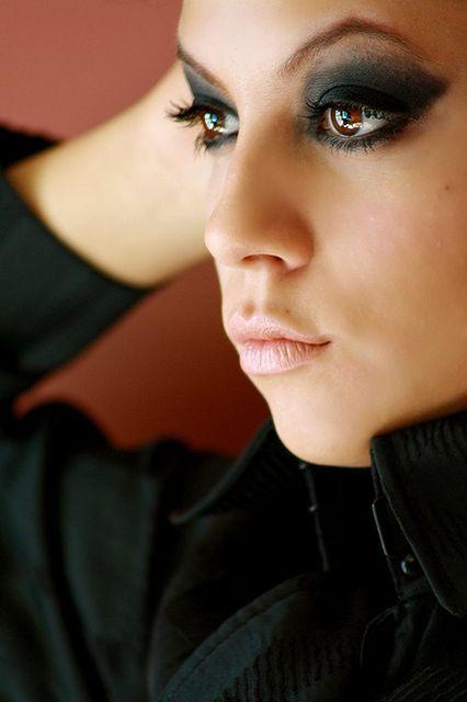 Delikatny makijaż ust