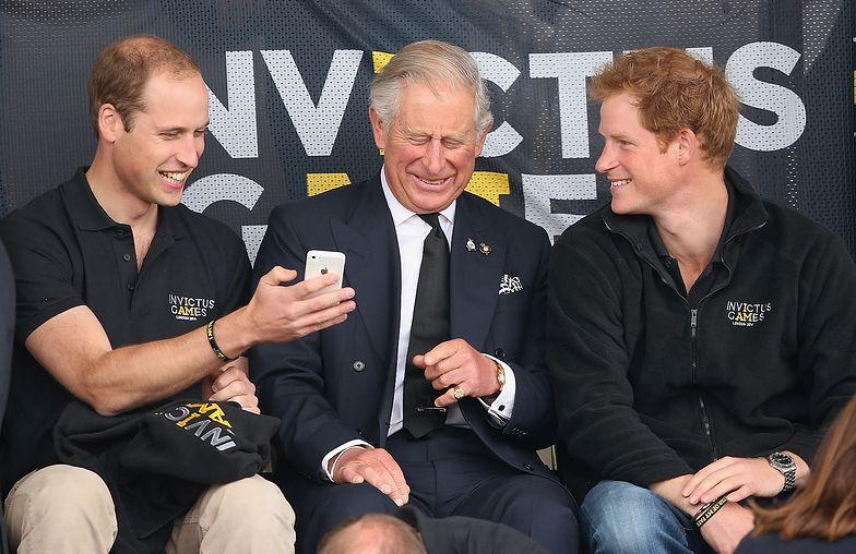 William, Karol i Harry. Zdjęcie zrobiono w 2014 r. Takie chwile to niestety już przeszłość