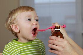 10 sposobów na nakłonienie dziecka do przyjęcia lekarstwa