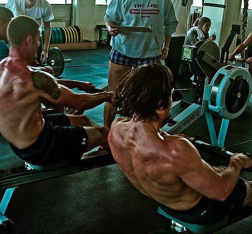 Ergometr wioślarski - trening na siłowni
