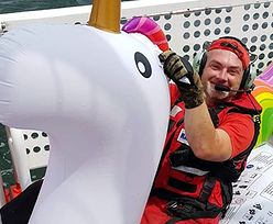 Ratownicy wyłowili z morza tonącego jednorożca