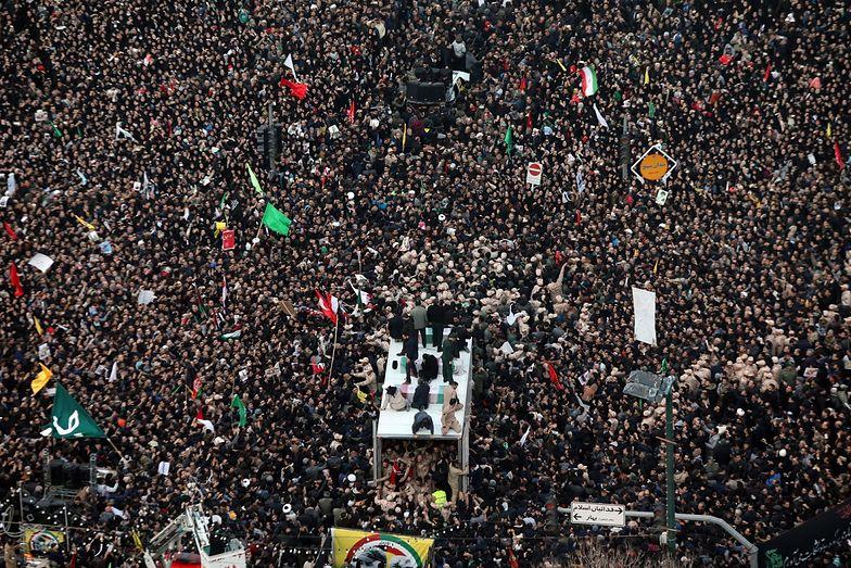 Iran. Setki tysięcy Irańczyków opłakują śmierć Kasema Sulejmaniego