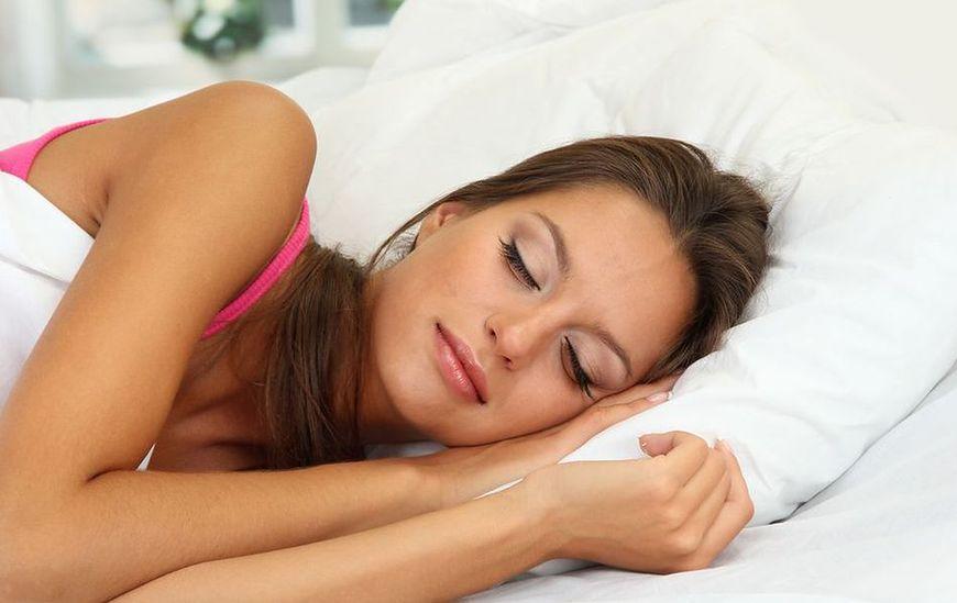 Spanie z makijażem