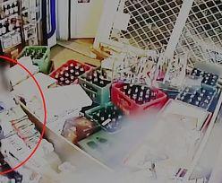 Wałcz. Kobieta wjechała autem w sklep monopolowy. Chciała ukraść butelkę wódki