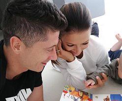 Lewandowscy czytają ze swoją córeczką. Rozczulające zdjęcie!