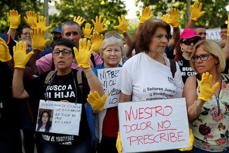 Protesty w Madrycie. Lekarz przed sądem za porwania dzieci