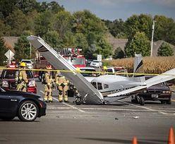 Na auto spadł samolot. Kierowca BMW przeżył szok