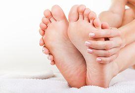Domowe sposoby na zmęczone i zniszczone stopy
