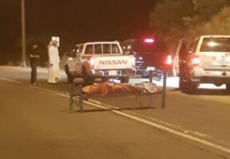 Zwłoki imigranta przywiązane do łóżka stały na środku drogi