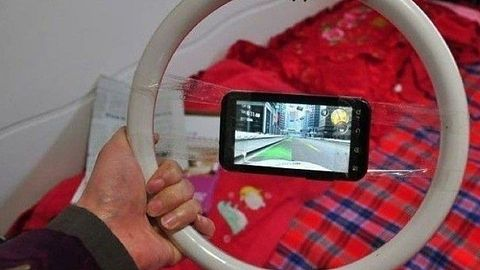 Krótka piłka: kierownica do smartfona