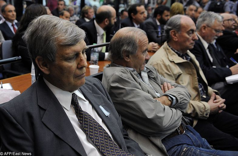 Alfredo Astiz (z lewej) i jego wspólnicy z obozu śmierci ESMA