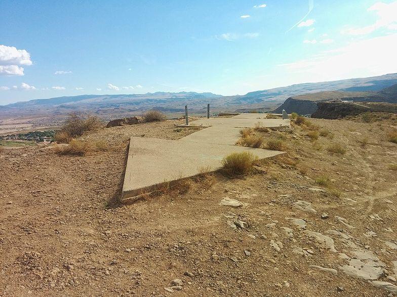 Strzała z betonu na pustyni w Utah