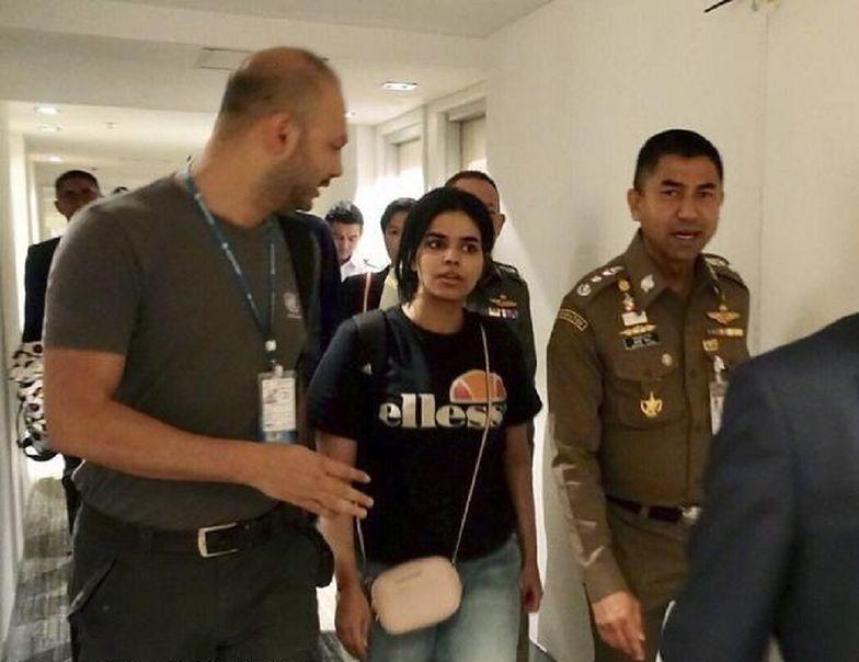 18-letnia Saudyjka boi się śmierci z rąk rodziny. Ojciec chce się z nią spotkać