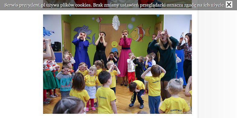 Pierwsza dama tańczy z przedszkolakami