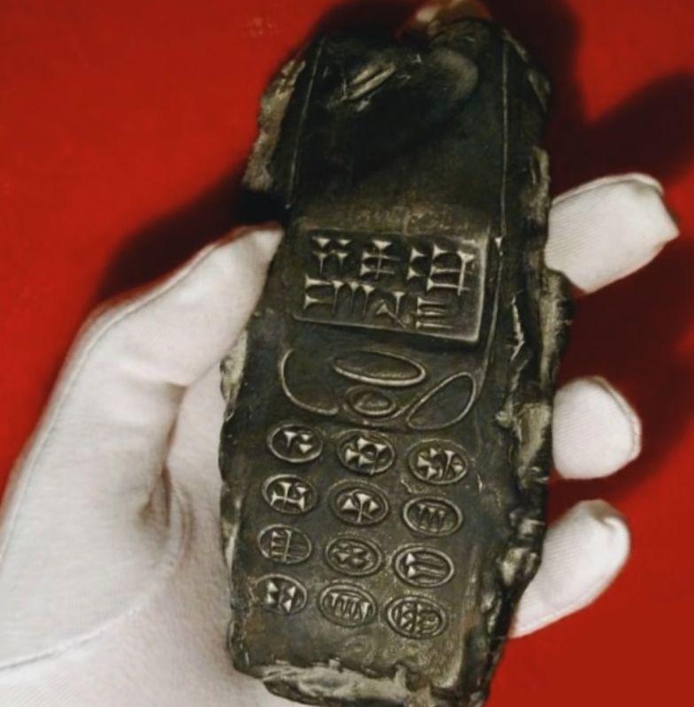 """Znalazł w Austrii """"komórkę kosmitów"""". Jak 800-letnia Nokia"""