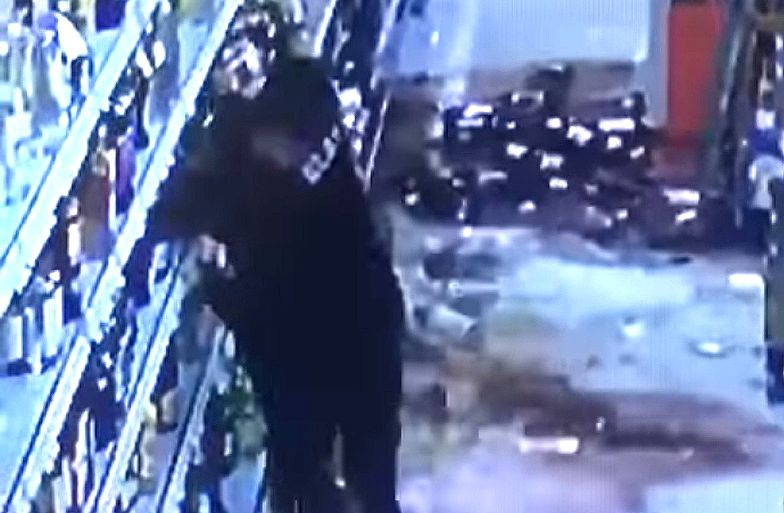 Niemcy. Atak imigranta w sklepie. Półka z alkoholem przestała istnieć