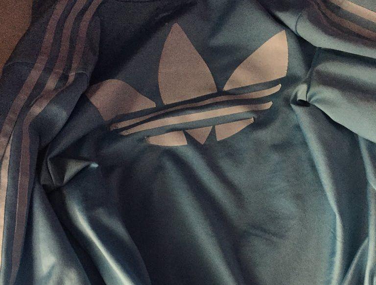 Internauci oszaleli. Jakiego koloru jest ta bluza?